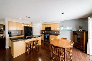 Photo 12: 935 CHAHLEY Crescent in Edmonton: Zone 20 House for sale : MLS®# E4195296
