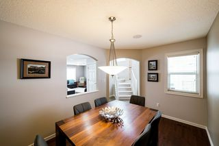 Photo 5: 935 CHAHLEY Crescent in Edmonton: Zone 20 House for sale : MLS®# E4195296