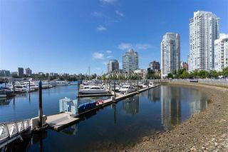 Main Photo: 1057 MARINASIDE Crescent in Vancouver: Yaletown Townhouse for sale (Vancouver West)  : MLS®# R2489973