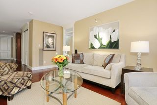 Photo 3: 207 15164 PROSPECT AVENUE: White Rock Home for sale ()  : MLS®# R2032759