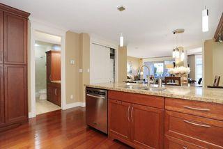 Photo 11: 207 15164 PROSPECT AVENUE: White Rock Home for sale ()  : MLS®# R2032759