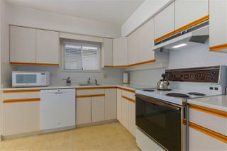 Photo 3: 5232 HOY Street in Vancouver: Collingwood VE House for sale (Vancouver East)  : MLS®# R2392696