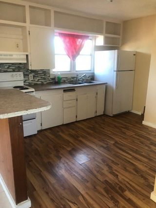 Photo 3: 15910 100 Avenue in Edmonton: Zone 22 House for sale : MLS®# E4169874