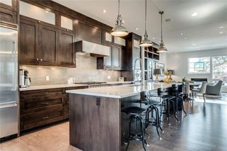 Photo 2: 2031 29 Avenue SW in Calgary: South Calgary Semi Detached for sale : MLS®# C4296565