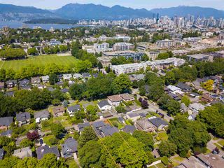 "Photo 5: 2335 W 14 Avenue in Vancouver: Kitsilano House for sale in ""Kitsilano"" (Vancouver West)  : MLS®# R2467981"