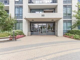 Photo 1: 109 95 North Park Road in Vaughan: Beverley Glen Condo for sale : MLS®# N4659295