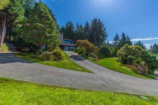 Photo 2: 5236 YACHT Road in Sechelt: Sechelt District House for sale (Sunshine Coast)  : MLS®# R2475849