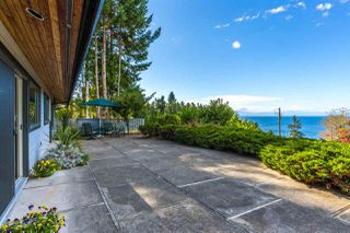 Photo 4: 5236 YACHT Road in Sechelt: Sechelt District House for sale (Sunshine Coast)  : MLS®# R2475849