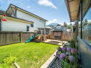 "Photo 3: 39232 FALCON Crescent in Squamish: Brennan Center House for sale in ""Ravenswood"" : MLS®# R2477496"