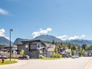 "Photo 11: 39232 FALCON Crescent in Squamish: Brennan Center House for sale in ""Ravenswood"" : MLS®# R2477496"
