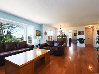 Photo 3: 3389 Mary Anne Cres in : Co Triangle House for sale (Colwood)  : MLS®# 855310
