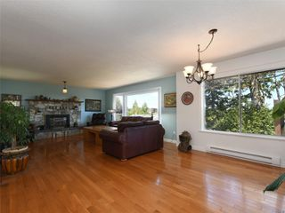 Photo 7: 3389 Mary Anne Cres in : Co Triangle House for sale (Colwood)  : MLS®# 855310