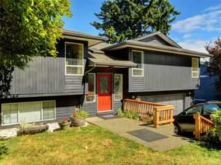 Photo 1: 3389 Mary Anne Cres in : Co Triangle House for sale (Colwood)  : MLS®# 855310