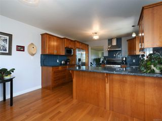 Photo 10: 3389 Mary Anne Cres in : Co Triangle House for sale (Colwood)  : MLS®# 855310