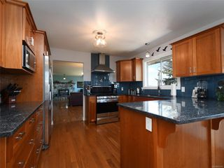 Photo 8: 3389 Mary Anne Cres in : Co Triangle House for sale (Colwood)  : MLS®# 855310