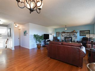 Photo 5: 3389 Mary Anne Cres in : Co Triangle House for sale (Colwood)  : MLS®# 855310
