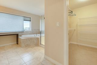 Photo 18: 5625 168A Avenue in Edmonton: Zone 03 House for sale : MLS®# E4224263
