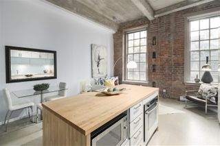 """Photo 10: 106 546 BEATTY Street in Vancouver: Downtown VW Condo for sale in """"Crane Builiding"""" (Vancouver West)  : MLS®# R2413584"""
