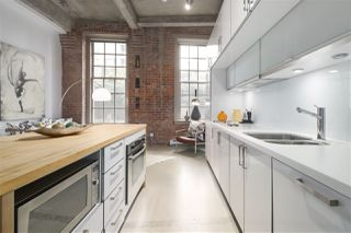 """Photo 11: 106 546 BEATTY Street in Vancouver: Downtown VW Condo for sale in """"Crane Builiding"""" (Vancouver West)  : MLS®# R2413584"""