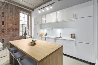 """Photo 9: 106 546 BEATTY Street in Vancouver: Downtown VW Condo for sale in """"Crane Builiding"""" (Vancouver West)  : MLS®# R2413584"""