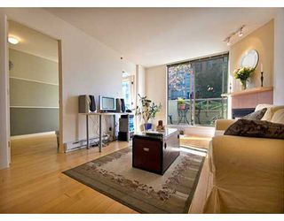 "Photo 1: 819 HAMILTON Street in Vancouver: Downtown VW Condo for sale in ""EIGHT ONE NINE"" (Vancouver West)  : MLS®# V613301"