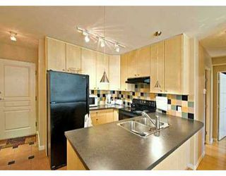 "Photo 2: 819 HAMILTON Street in Vancouver: Downtown VW Condo for sale in ""EIGHT ONE NINE"" (Vancouver West)  : MLS®# V613301"
