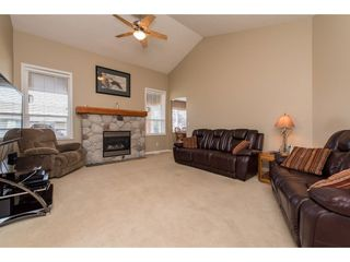 Photo 2: 2849 BUFFER Crescent in Abbotsford: Aberdeen House for sale : MLS®# R2406045
