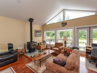 Photo 2: 4648 Montrose Dr in COURTENAY: CV Courtenay South House for sale (Comox Valley)  : MLS®# 840199