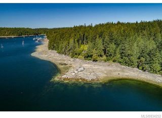 Photo 6: 684 Whaletown Rd in Cortes Island: Isl Cortes Island House for sale (Islands)  : MLS®# 834252