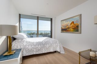 "Photo 18: 206 1355 BELLEVUE Avenue in West Vancouver: Ambleside Condo for sale in ""Grosvenor Ambleside"" : MLS®# R2483219"