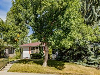 Main Photo: 2932 13 Avenue NW in Calgary: St Andrews Heights Detached for sale : MLS®# A1028795