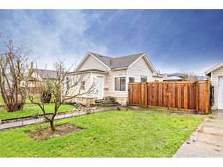 """Photo 3: 34680 2ND Avenue in Abbotsford: Poplar House for sale in """"HUNTINGDON VILLAGE"""" : MLS®# R2528448"""