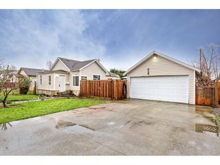 """Photo 1: 34680 2ND Avenue in Abbotsford: Poplar House for sale in """"HUNTINGDON VILLAGE"""" : MLS®# R2528448"""