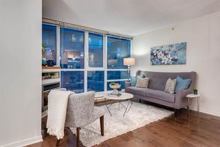 """Photo 2: 1703 1189 MELVILLE Street in Vancouver: Coal Harbour Condo for sale in """"The Melville"""" (Vancouver West)  : MLS®# R2403509"""