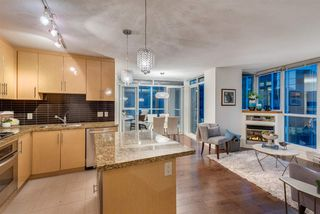 """Photo 5: 1703 1189 MELVILLE Street in Vancouver: Coal Harbour Condo for sale in """"The Melville"""" (Vancouver West)  : MLS®# R2403509"""