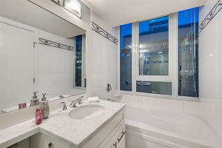 """Photo 13: 1703 1189 MELVILLE Street in Vancouver: Coal Harbour Condo for sale in """"The Melville"""" (Vancouver West)  : MLS®# R2403509"""