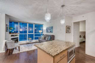 """Photo 3: 1703 1189 MELVILLE Street in Vancouver: Coal Harbour Condo for sale in """"The Melville"""" (Vancouver West)  : MLS®# R2403509"""