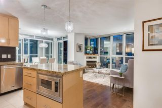 """Photo 4: 1703 1189 MELVILLE Street in Vancouver: Coal Harbour Condo for sale in """"The Melville"""" (Vancouver West)  : MLS®# R2403509"""
