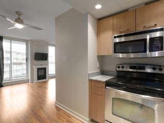 """Photo 2: 409 1212 HOWE Street in Vancouver: Downtown VW Condo for sale in """"1212 HOWE"""" (Vancouver West)  : MLS®# R2404018"""