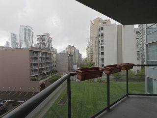 """Photo 17: 409 1212 HOWE Street in Vancouver: Downtown VW Condo for sale in """"1212 HOWE"""" (Vancouver West)  : MLS®# R2404018"""