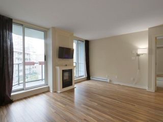 """Photo 3: 409 1212 HOWE Street in Vancouver: Downtown VW Condo for sale in """"1212 HOWE"""" (Vancouver West)  : MLS®# R2404018"""