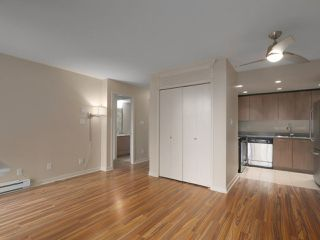 """Photo 6: 409 1212 HOWE Street in Vancouver: Downtown VW Condo for sale in """"1212 HOWE"""" (Vancouver West)  : MLS®# R2404018"""
