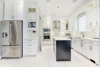 Photo 11: 2030 EDINBURGH Street in New Westminster: Connaught Heights House for sale : MLS®# R2428839