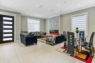Photo 3: 2030 EDINBURGH Street in New Westminster: Connaught Heights House for sale : MLS®# R2428839