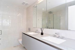 "Photo 12: 151 W 41ST Avenue in Vancouver: Oakridge VW Townhouse for sale in ""WOODSTOCK 1"" (Vancouver West)  : MLS®# R2526293"