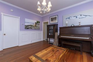 """Photo 7: 2224 VICTORIA Drive in Vancouver: Grandview Woodland House for sale in """"""""Mini Mint Manor"""""""" (Vancouver East)  : MLS®# R2482613"""