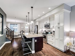 Photo 5: 252 QUARRY PARK Boulevard SE in Calgary: Douglasdale/Glen Row/Townhouse for sale : MLS®# A1045762