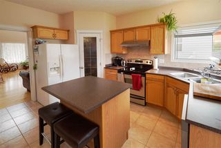 Photo 3: 4804 164 Avenue in Edmonton: Zone 03 House for sale : MLS®# E4171571