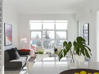 "Main Photo: 407 707 E 3RD Street in North Vancouver: Lower Lonsdale Condo for sale in ""GREEN ON QUEENSBURY"" : MLS®# R2423992"