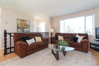 Photo 5: 1927 Cultra Ave in SAANICHTON: CS Saanichton Single Family Detached for sale (Central Saanich)  : MLS®# 836406